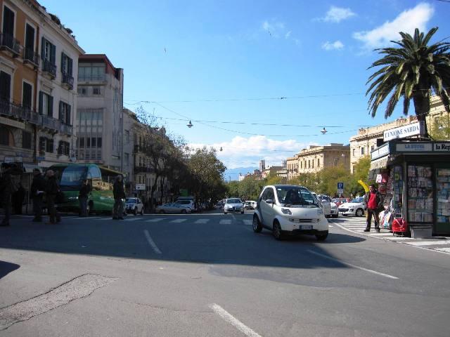 Cagliari largo con edicola